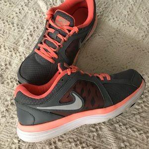 Nike Athletic Shoe's Women's size 8